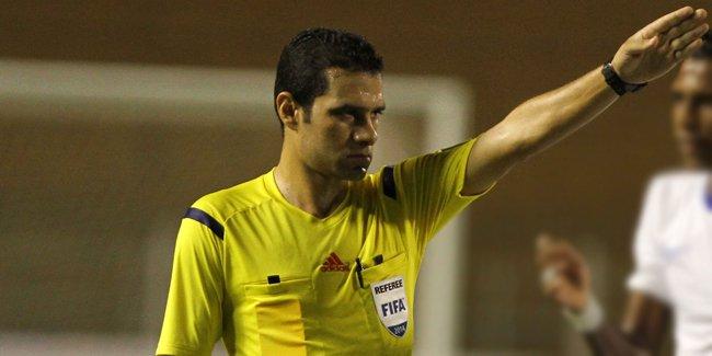 الحكم المصري محمود البنا يدير مباراة الهلال والنجم بالكونفيدرالية