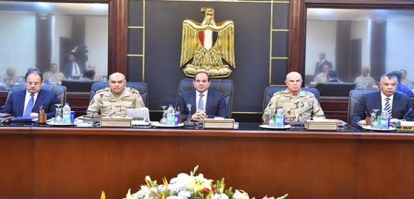 السيسي يجتمع بوزيري الدفاع والداخلية ورئيس المخابرات العامة