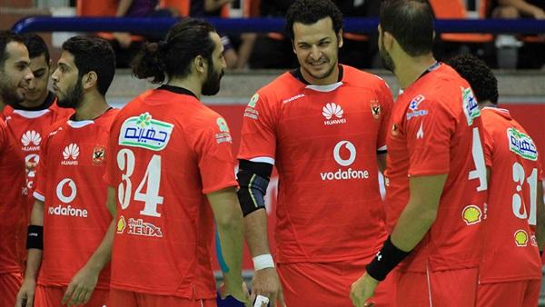 الأهلي يفوز على طلائع الجيش 27-25 في دوري كرة اليد