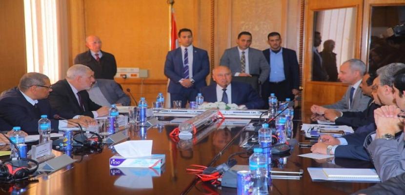 وزير النقل يعقد اجتماعآ موسعآ مع رئيس وقيادات هيئة السكك الحديدية
