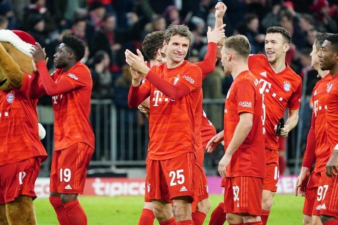 بايرن ميونخ يكتسح شالكه 5-1 في الدوري الألماني