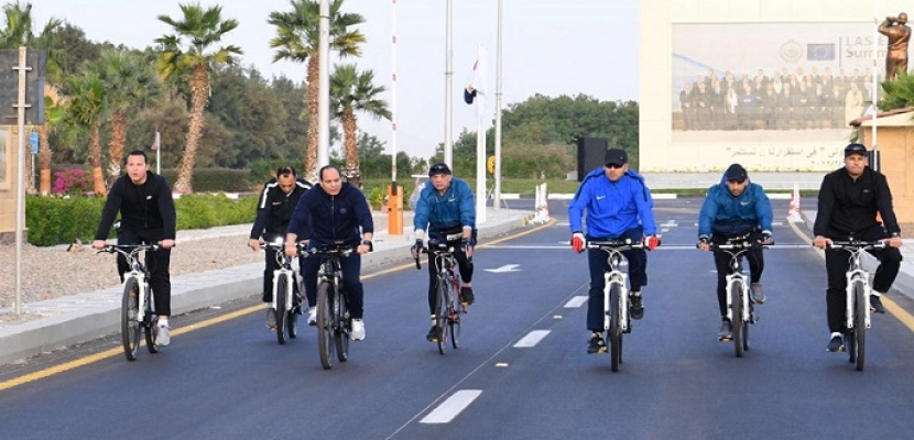 الرئيس السيسى يقوم بجولة تفقدية بالدراجة فجر اليوم في شرم الشيخ